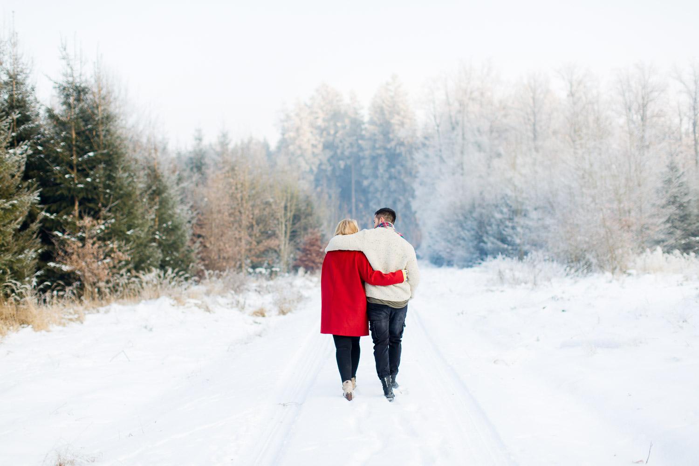 Schnee Fotoshooting Paar in bayern