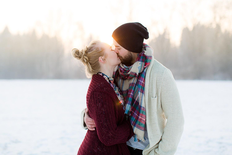 romantisches Paarshooting im Schnee bei Ulm